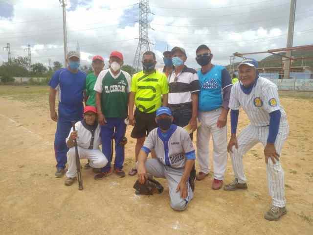 Las Glorias del beisbol del municipio Gómez acompañados del gobernador Alfredo Díaz