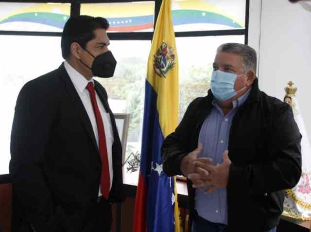 Nicola Penna, secretario general de Gobierno, y Juan Pedro Pereira, rector Universidad Yacambú