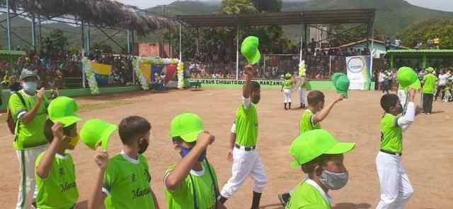 El estadio Freddy Subero recibió el desfile de los peloteros para el acto inaugural