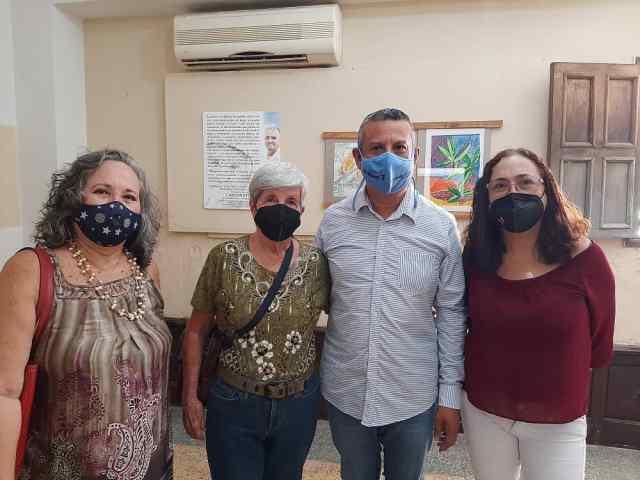 Jorge Marcano presidente del Iadecebne, familiares de la fundación Carlos Stohr y artistas plásticos invitados.