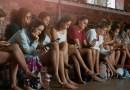 7 de cada 10 adolescentes colombianos revisan su celular antes de levantarse de la cama