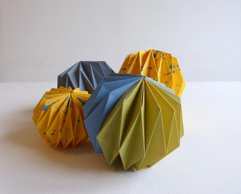 Mobile boule jaune