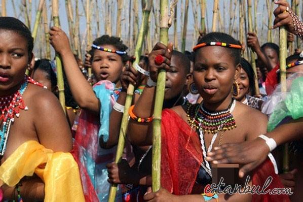 Bekaret-diplomasndan-sonra-kutlama--afrika-zulular-zulu-kabiles-bekaret-cinsel-iliski-13