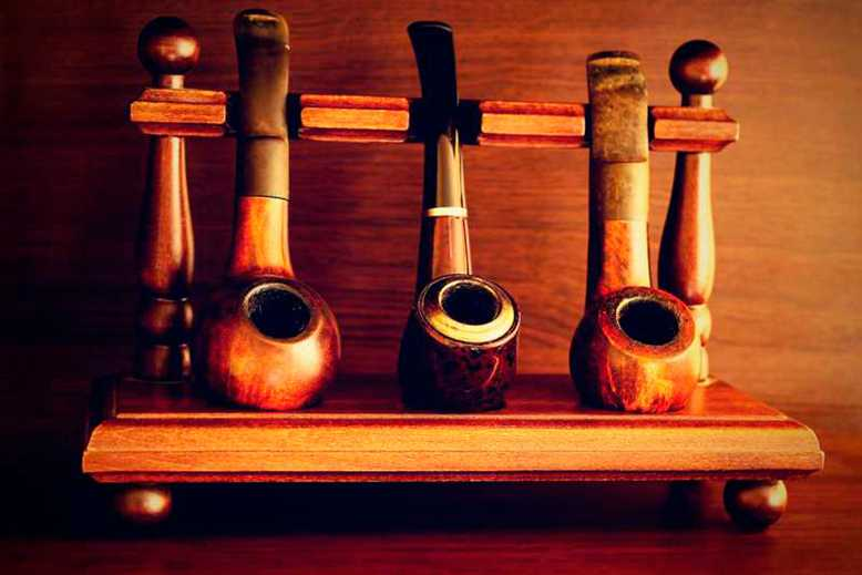 expositor de pipas de tabaco en el Estanco La Latina