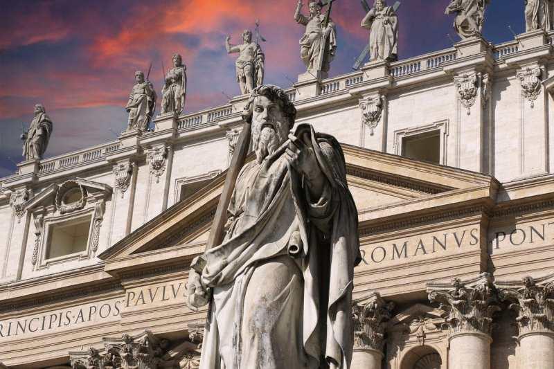 Statua di San Paolo in Piazza San Pietro al Vaticano - realizzata-da Adamo Tadolini