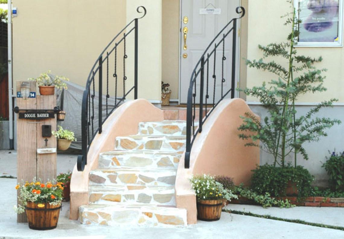 鎌倉市の石貼りアプローチ階段のロートアイアン手摺り 外構 ガーデンEモール