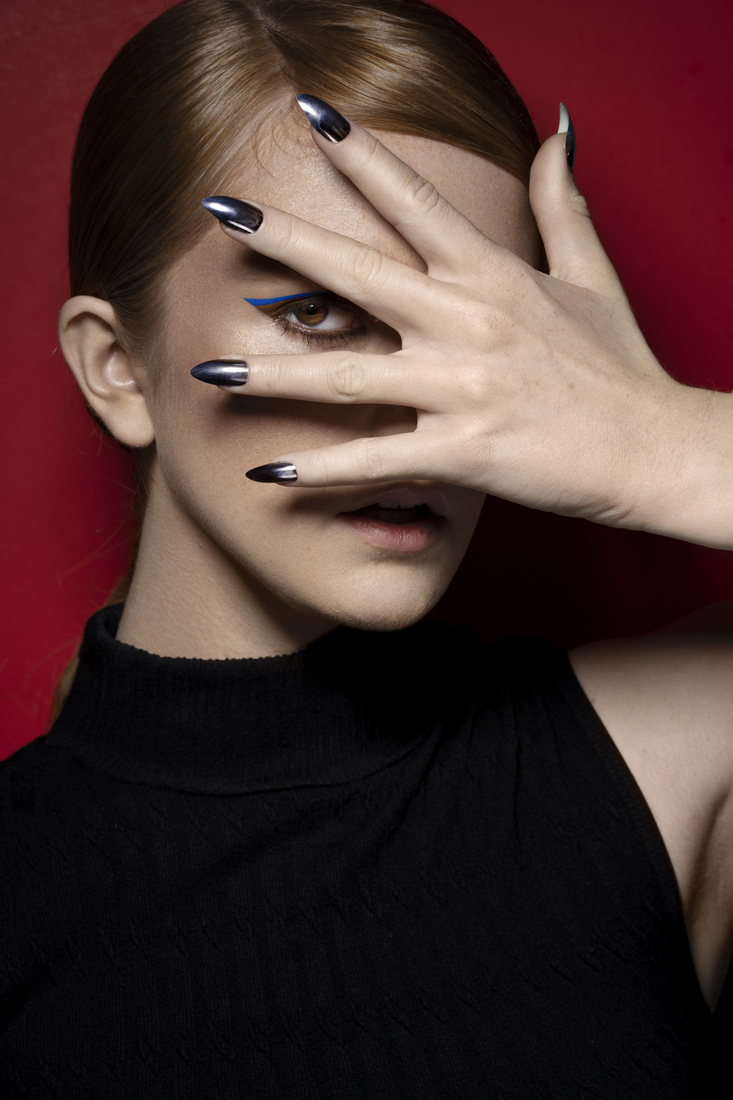 Estela Beaute Online Eliza in Black shot by Fevrier