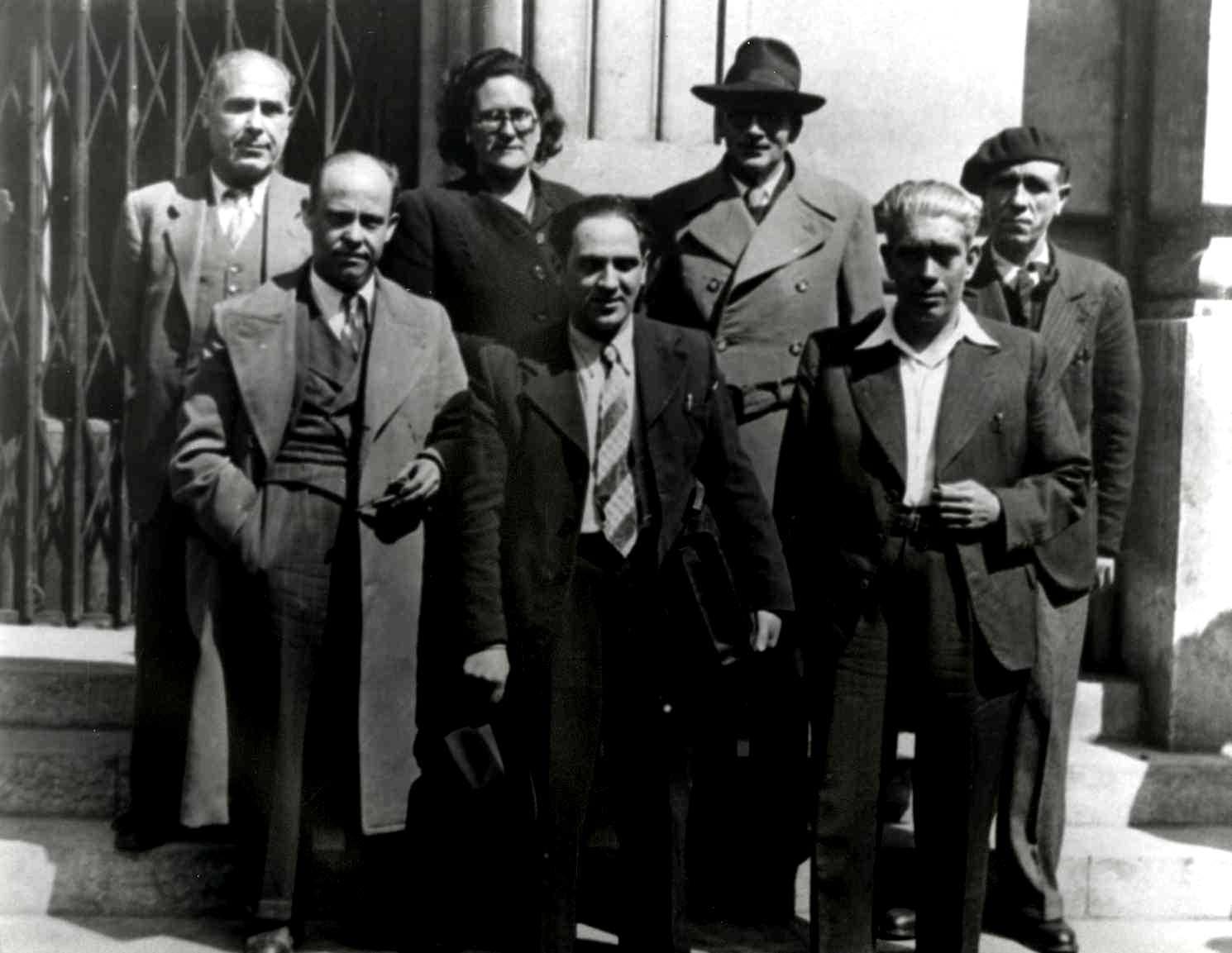 Segunda fila: Francisco Isgleas, Federica Montseny, Germinal Esgleas y Blanco.Primer plano: Laureano Cerrada, Fernando Gómez Peláez y Esteban Navarro (Francia, 11-04-1946)