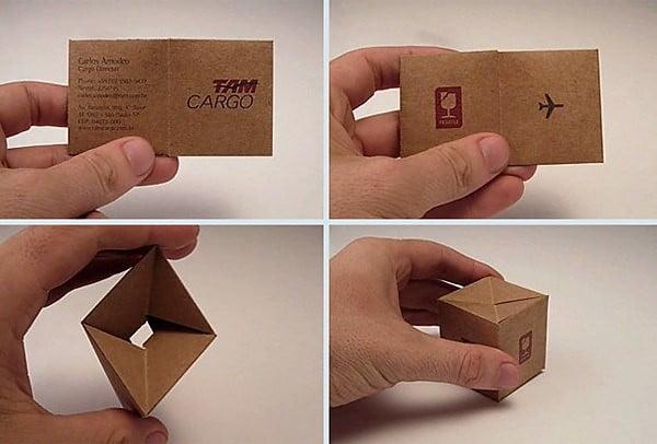 Una tarjeta de una empresa de transporte brasileña que se convierte en paquete.