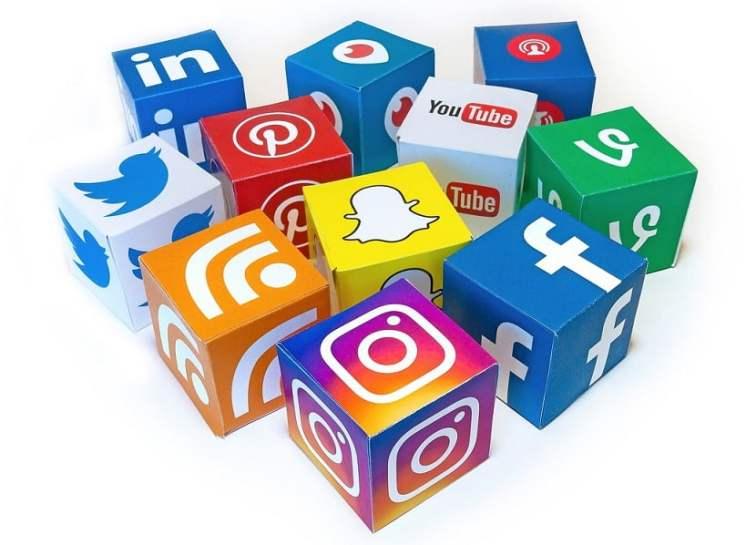 Cuarto mandamiento: para estar en redes sociales, tienes que ser social. Las sotas, para el tute.