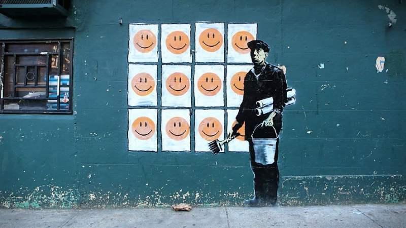 La felicidad que nos promete la publicidad no se refleja en las caras de quienes viven y trabajan en la sociedad.