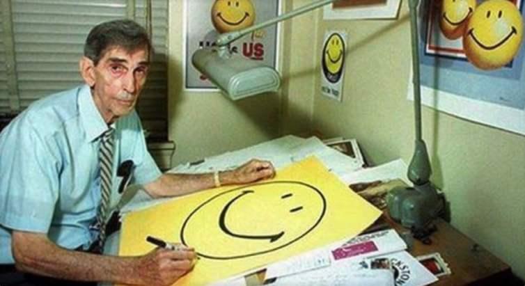 En mayo de 2002, Luke Helder, un estadounidense de 21 años, intentó reproducir un smiley con bombas caseras