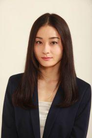 Asami Yoshikawa as Sara Valestein
