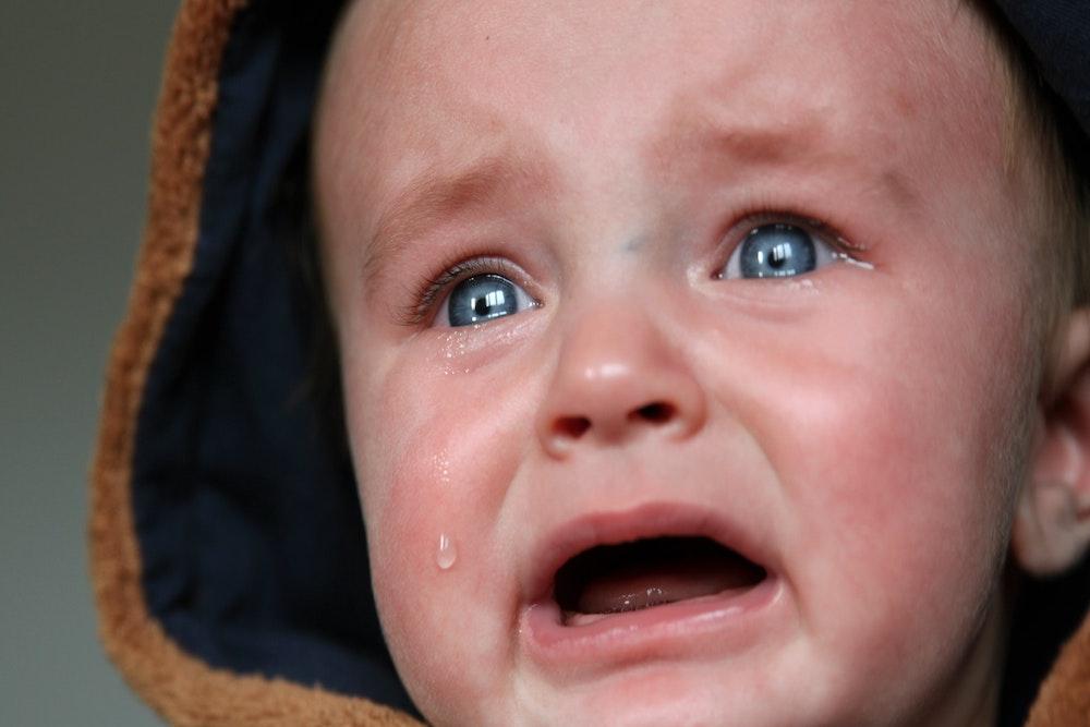 occhi neonato lacrimano