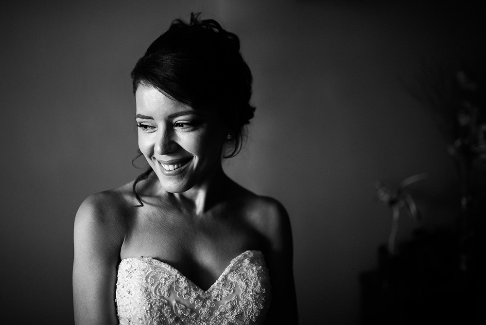 Black and white portrait of bride before wedding in Montreal, Quebec