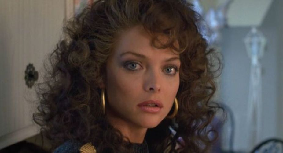 Michelle Pfeiffer como Angela De Marco no filme Married To The Mob