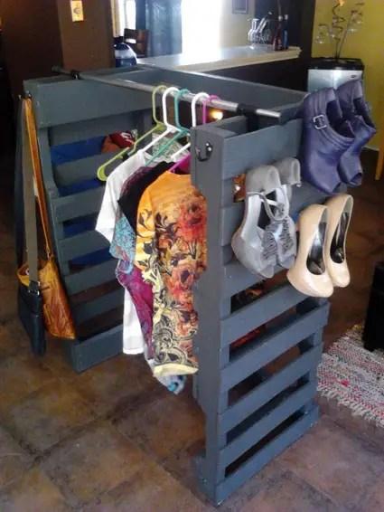 Vestidor con palets de madera