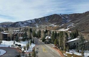 Aspen real estate 101517 148870 90 Carriage Way Capitol Peak B Unit 413 3 190H
