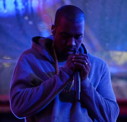 Resultado de imagem para Kanye West em palco