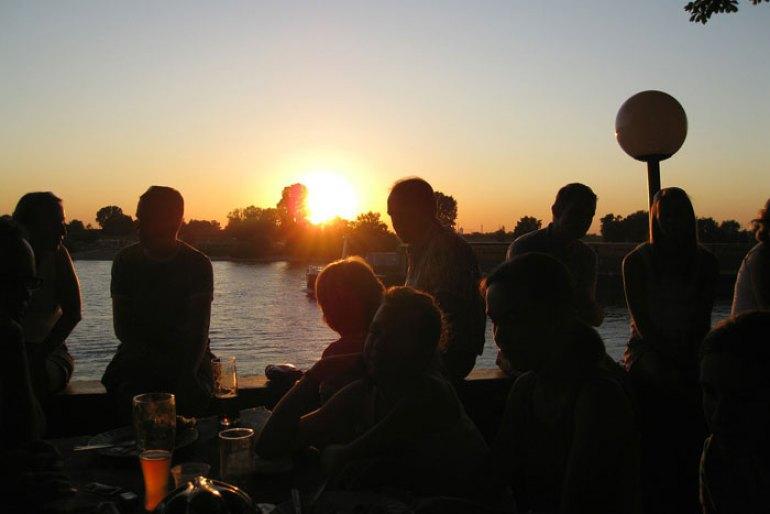 Puesta de sol verano cervezas