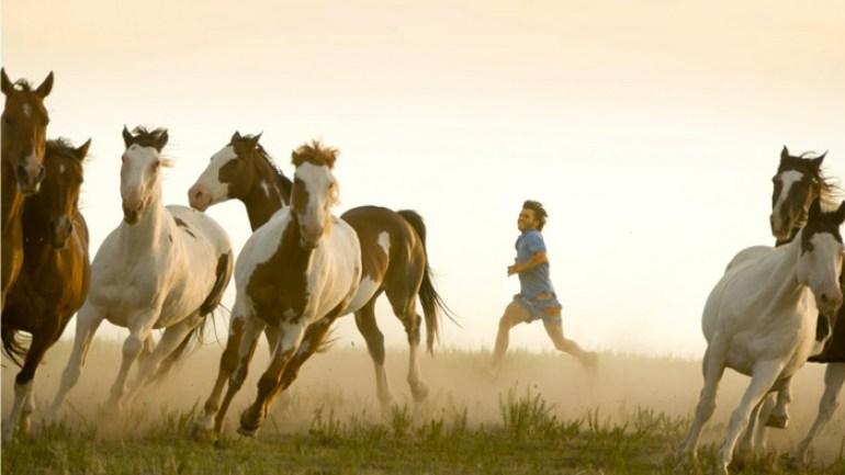 Fotograma de la pelicula hacia rutas salvajes. into the wild