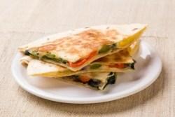 Quesadillas aux légumes grillés et poivre de penja