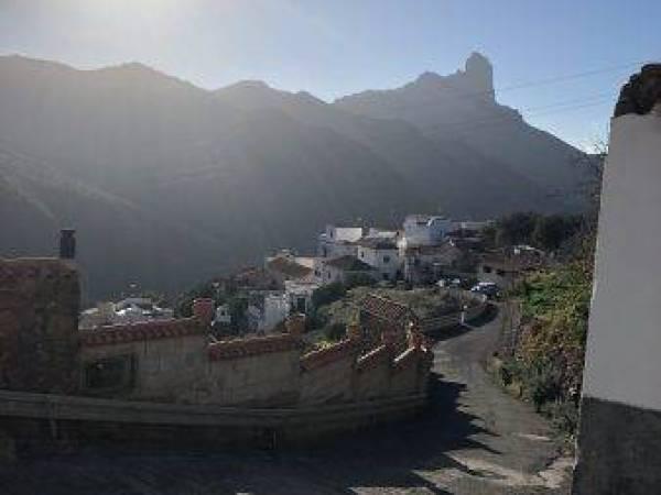 Bergdorf in Gran Canaria im Sonnenschein