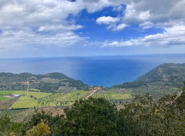 Blick zum Meer auf dem Weg nach Valldemossa