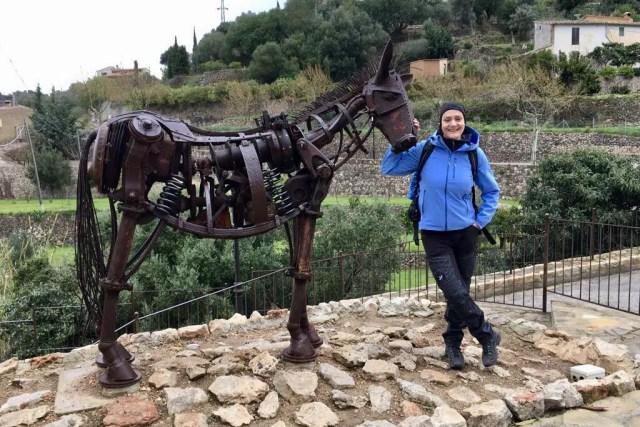 Das Wahrzeichen von Estellencs, ein Esel aus Metall