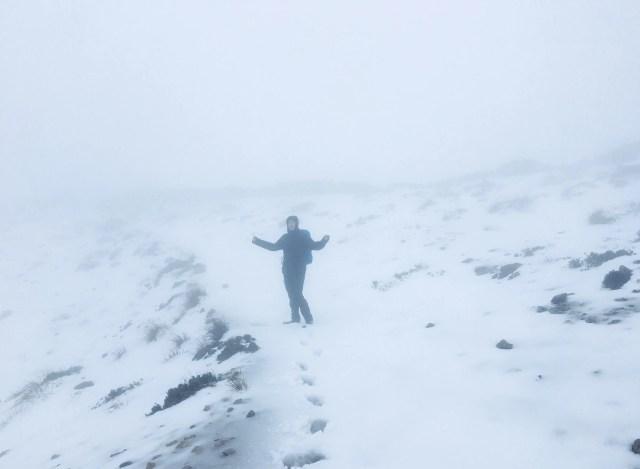 Schnee auf dem Weg zum Kloster LLuc