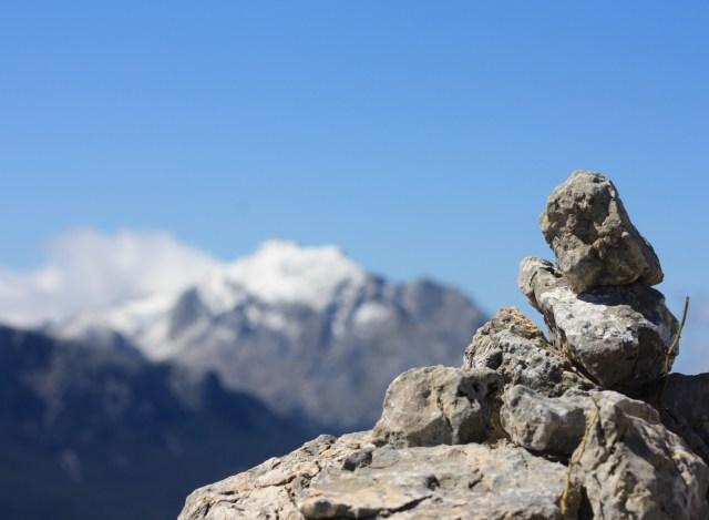 Steinmännchen vorm Puig Major auf Mallorca