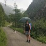 Wandern mit Regenschirm