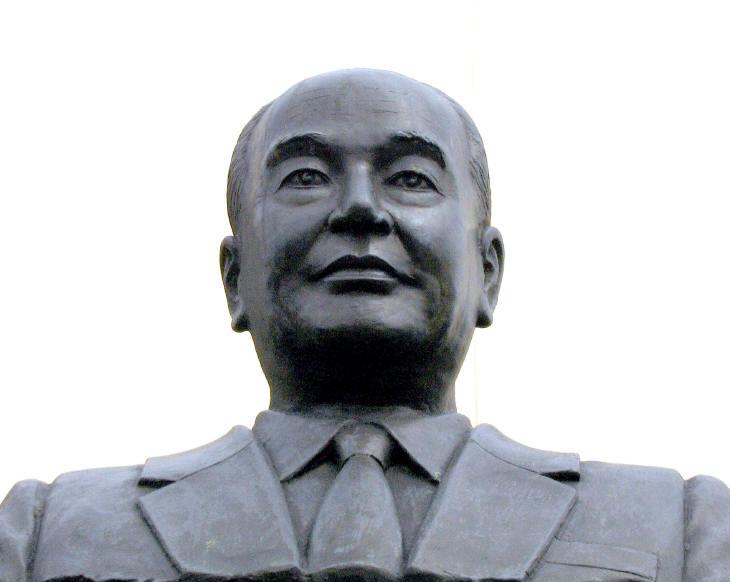 梁祖輝記念銅像