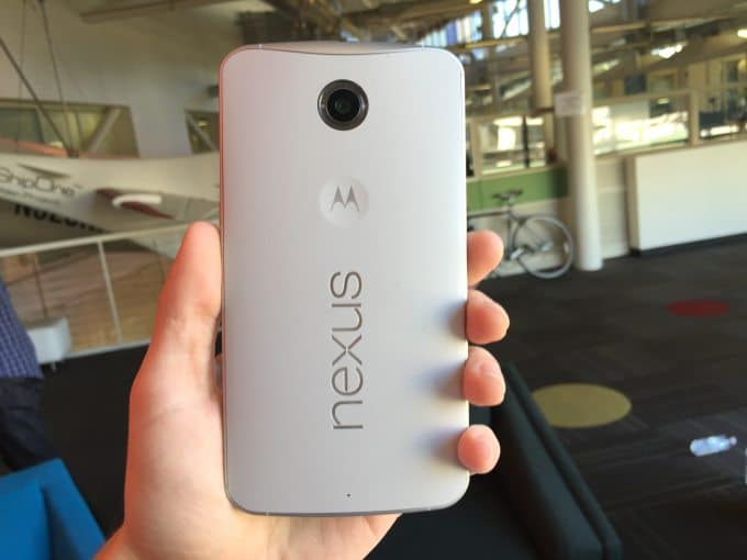 hand-nexus-6-rear