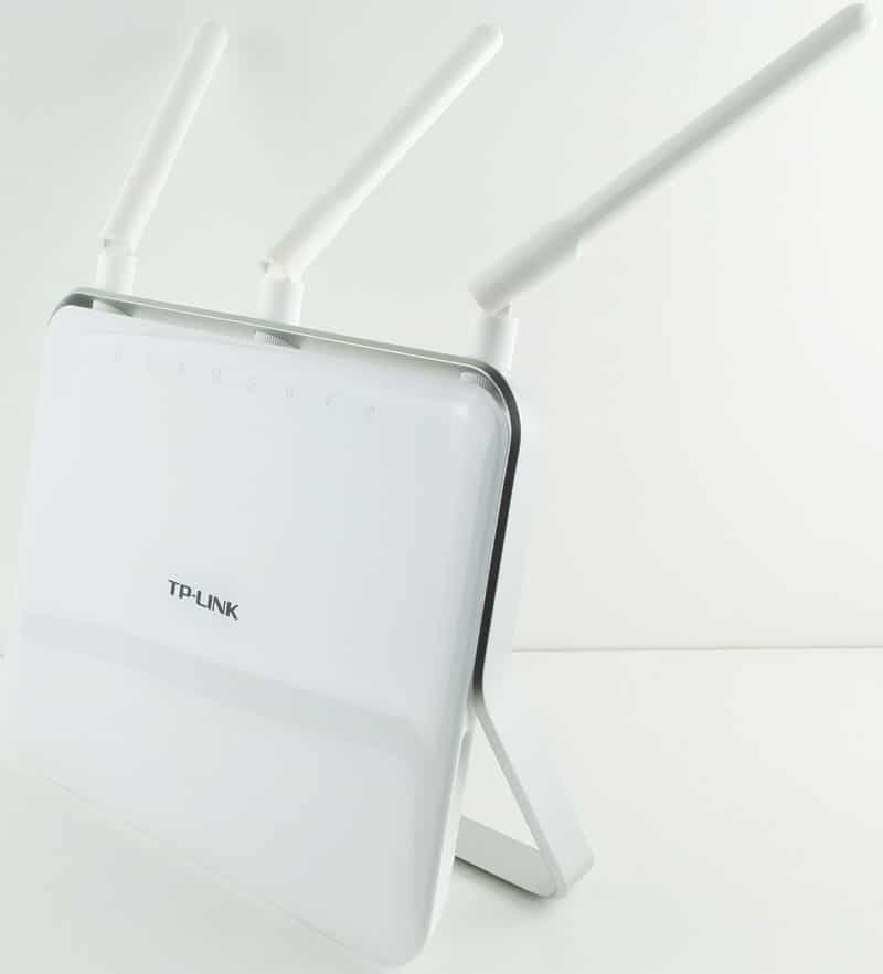 TP-Link_ArcherC9-Photo-front-angle-with-antennas