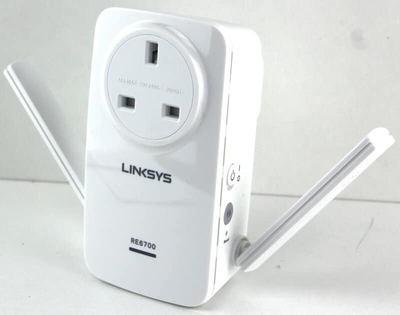 Linksys_RE6700-Photo-arms out
