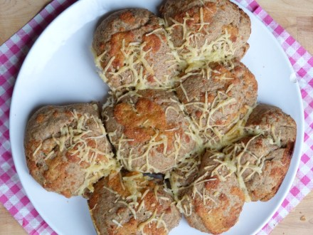 breekbrood met kaas en ui