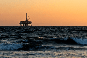 Largest oil ETF shifts further down futures curve