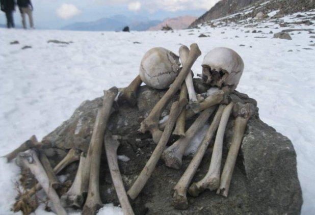 human-skeletons-roopkund-lake.jpg