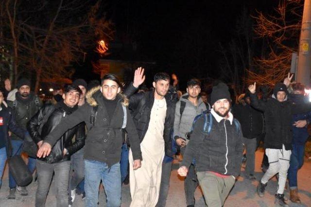 Πέρασαν 300 πρόσφυγες με τα πόδια τα ελληνικά σύνορα
