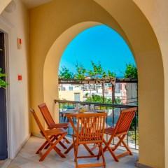 Μονόχωρο διαμέρισμα με βεράντα