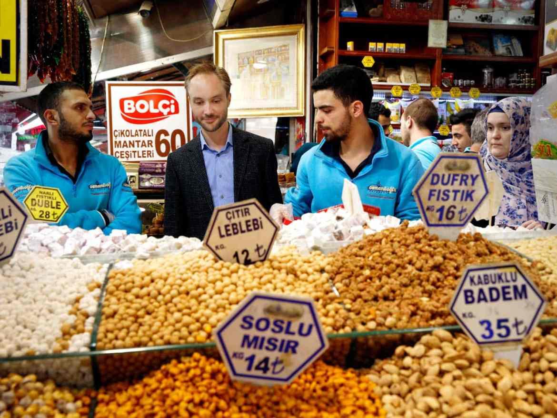 Kryddermarkedet i Eminönü / Et kjøkken i Istanbul