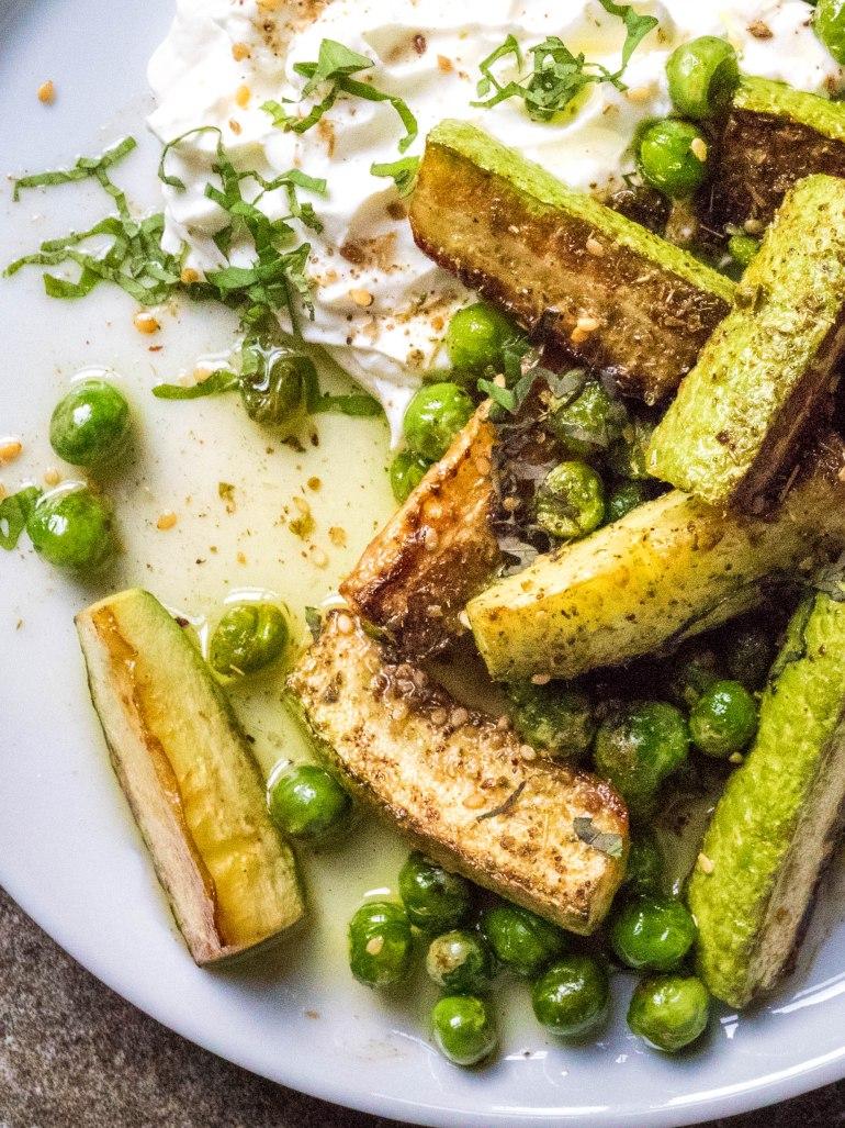 Squash, erter og labneh med za'atar - oppskrift / Et kjøkken i Istanbul