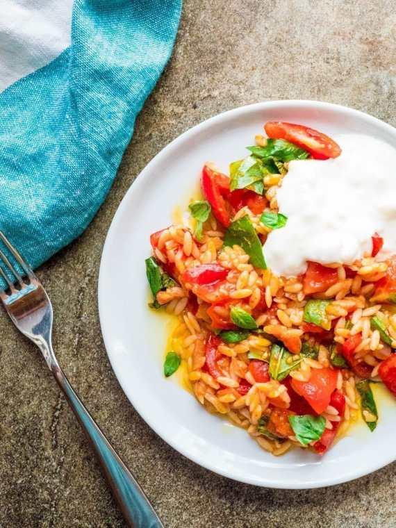 Tomat med risoni og fetayoghurt - oppskrift / Et kjøkken i Istanbul