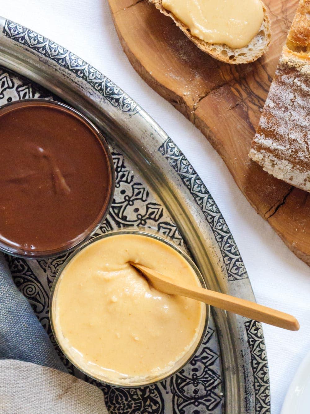 Hjemmelagd hasselnøttpålegg (Fındık ezmesi) og hjemmelagd mørk nutella - oppskrift / Et kjøkken i Istanbul