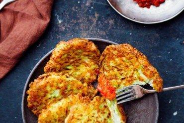 Squashburgere med halloumi og chilidipp - oppskrift fra Et kjøkken i Istanbul