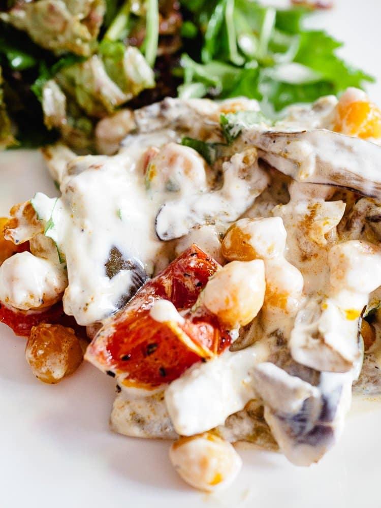 Ovnsbakte kikerter med aubergine og yoghurt | Oppskrift fra Et kjøkken i Istanbul