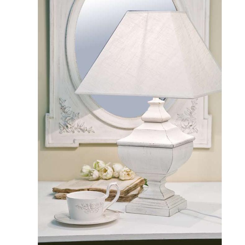 In un salotto in stile provenzale non possono mancare: Lampada Da Tavolo Legno Bianca Etnico Outlet Mobili Etnici Industrial Provenzali Vintage Shabby Chic