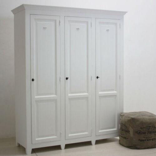 armadio barocco in legno noce intarsiato rivisitato in stile shabby chic colore bianco. Armadio Legno Shabby Bianco Armadi Vendita Online