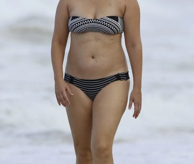 Amy Schumer Rocks Tiny Bikini In Hawaii See The Pic